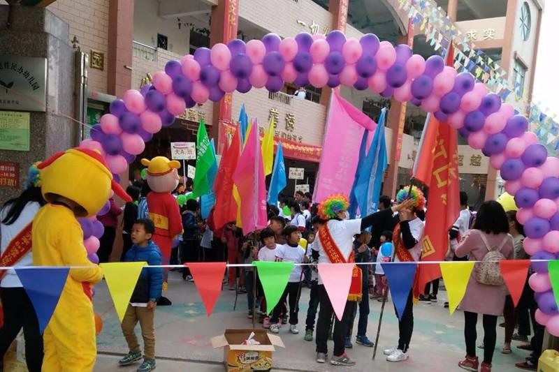 """南江口镇:清华幼儿园举办""""迎新年、为爱奔跑""""彩跑亲子活动"""