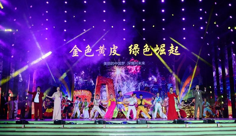 歌舞《驿道情缘》,《美丽中国梦》,更是把郁南人民对未来生活的美好向